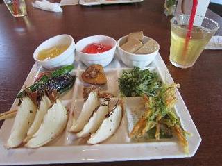 Restaurant of ROSA & BERRY ( ローザンベリーのレストラン ) 2.jpg